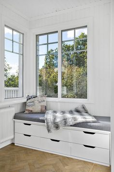 Sunroom Decorating, Interior Decorating, Interior Design, Small Sunroom, California Room, Scandinavian Home, Home Decor Bedroom, House Rooms, Kitchen Interior