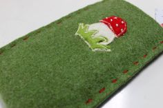 Handyhülle aus Filz mit Pilz Etsy, Beautiful Bags, Hand Sewn, Mushrooms, Christmas Presents, Handmade, Nice Asses