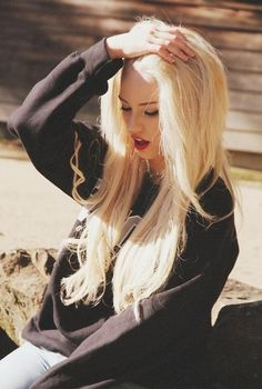 Red lips, blonde hair
