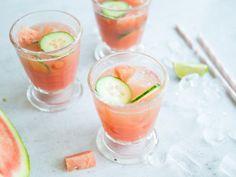 Gemüse in einer süßen Bowle? Aber klar, die saftige Gurke ist der perfekte Partner zur fruchtigen und ebenso saftigen Wassermelone.