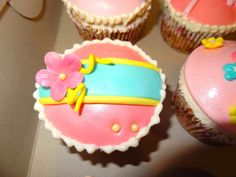 Fondant and Gumpaste Flower Cupcakes | Always Room For Sweets!