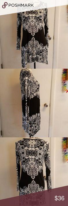 Soma Black & White Long Sleeve Keyhole Dress Luxuriously soft black and white long sleeve dress with keyhole on chest. Soma love lounge wear size xsmall. Soma Dresses Long Sleeve