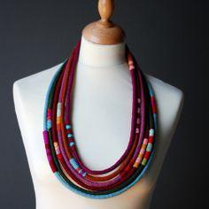 Maria Ribeiro/Kjoo была собственная идея валяния разноцветных джгутов...та-а-ак...
