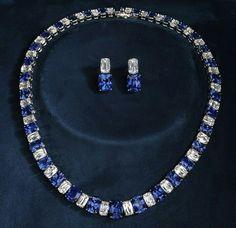 Ashoka diamond and sapphire necklace and earrings Emerald Jewelry, High Jewelry, Stone Jewelry, Jewelry Sets, Jewellery, Lotus Jewelry, Sapphire Necklace, Beautiful Necklaces, Metallica