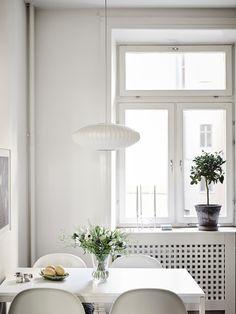 alquimia deco: Una blanca y luminosa casa