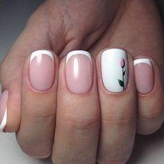 Motivo muy lindo de uñas con flor