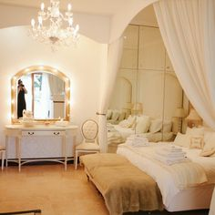 Honeymoon suite at Bakenhof. Wedding Locations, Wedding Venues, Wedding Ideas, Wedding Night, Dream Wedding, Honeymoon Suite, My Dream, Gallery, Bed