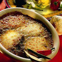 Gratin d'aubergine ww 400 g Aubergine 6 gousse(s) Ail 300 g Courgette 50 g Poivron, poivron rouge 45 g Mozzarella 2 cc Herbes de Provence 2 cc Huile de colza, huile d'olive 1 pincée(s) Sel 1 pincée(s) Poivre