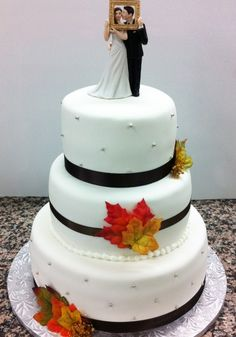 CREAM WEDDING CAKES WITH CREAM DESIGNS AND DECORATIONS....!!! #wedding #sweetcakewed #cakeforwed  #covaiweddingshoppers