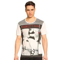T-Shirt Strip Down    Der Print bringt Leben in den Style! Mit ihrer exzentrischen Foto-Optik verleiht die Vorderseite des T-Shirts im Urban Style dem Look einen coolen Touch. Für eine besonders gelungene Mix-and-Match-Optik.    Fotoprint vorn.  100% Baumwolle.  Maschinenwäsche bei 30°....