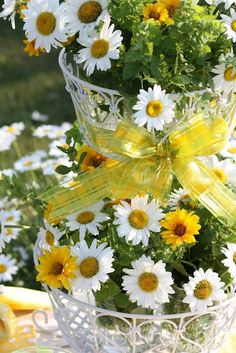 daisy dew cottage | Yellow Table Settings with Daisies...So Pretty!