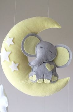 Mobiles Elefantenbaby – Mobiler Elefant – Mobiles Babybett – Mobiler Babyelefant… Mobile Baby Elephant – Mobile Elephant – Mobile Baby Bed – Mobile Baby Elephant – On the Moon Mobile – Mobile Baby Star – Mobile Moon – Neutral – Star Wars Baby, Baby Crafts, Felt Crafts, Elephant Mobile, Elephant Elephant, Baby Elefant, Diy Bebe, Baby Must Haves, Felt Toys
