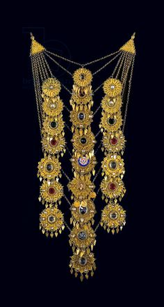 Chain pectoral ornament worn by a bride, from Attiki Ancient Jewelry, Antique Jewelry, Vintage Jewelry, Unusual Jewelry, Ethnic Jewelry, Greek Jewelry, Gold Jewelry, Folklore, Benaki Museum