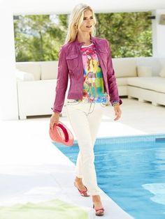 #HeineShoppingliste Lederjacke in pink, Shirt mit farbenfrohem Print, Jeans in weiß, Hut in pink