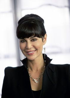 I LOVE this necklace, wish I could find it. Catherine Bell as Cassie Nightingale in The Good Witch