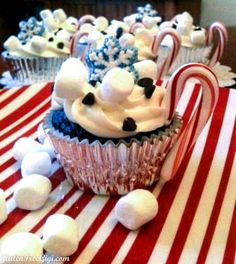 GF Hot Cocoa Cupcakes! A fun way to dress up your holiday or cold weather cupcakes! (Also dairy, soy, nut free!)