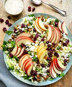 Æblesalat – Opskrift på salat med æbler og dressing på 10 min. Quites, Vinaigrette, Cobb Salad, Feta, White Stretch Marks, Spinach, Vinaigrette Dressing