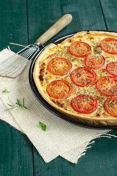 Tuna and tomato tart with Dijon mustard Tuna Quiche, Tuna Pie, Tomato Quiche, Frittata, Quiche Recipes, Casserole Recipes, Baby Cooking, Savory Tart, Fast Food