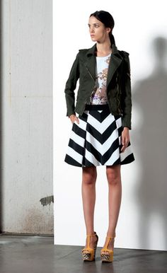 Look 05 . 532J Giubbotto / Jacket . 104 T.Shirt . 702 Gonna / Skirt . 204P Scarpa / Shoes