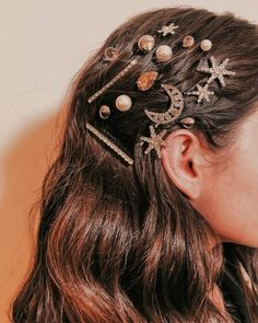 How to Style Hair Clips Hair clips accessories / hair styles . - How to Style Hair Clips Hair clips accessories / hair styles - Curly Hair Styles, Natural Hair Styles, Natural Beauty, Hair Clip Styles, Cabelo Inspo, Hair Jewels, Hair Jewellery, Jewelry, Hair Accessories For Women
