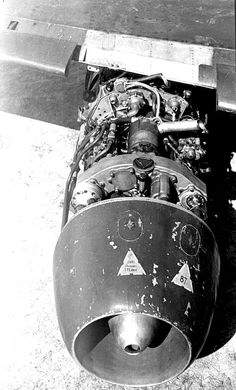 ME 262 W.Nr. 113332 with it's starboard Junkers Jumo 109-004 uncovered.