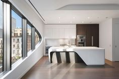 Zaha Hadid's curved West Chelsea condo gets its first rental listings - Curbed NYclockmenumore-arrow : Get an unadorned peek inside the late architect's game-changing NYC condo Zaha Hadid Architektur, Arquitectos Zaha Hadid, Zaha Hadid Design, Folding Architecture, Sustainable Architecture, Architecture Design, Zaha Hadid Nyc, Zaha Hadid Interior, Luxury Condo