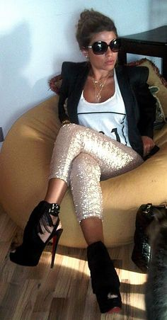 LoLoBu - Women look, Fashion and Style Ideas and Inspiration, Dress and Skirt Look Fashion Mode, Moda Fashion, Fashion Beauty, Womens Fashion, Looks Street Style, Looks Style, Style Me, Sparkly Leggings, Sequin Leggings