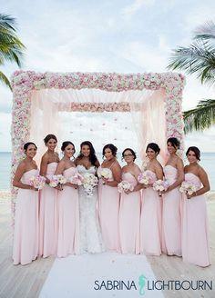 Casamentos do destino, casamento de praia, casamento rosa, decorações de casamento || Colin Cowie Weddings