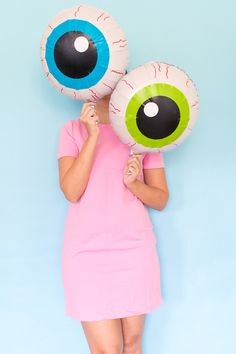 Make a set of DIY eyeball balloons for Halloween with vinyl and mylar balloons that will make for a cute but creepy holiday party decoration!
