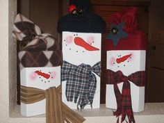 2x4 wooden snowmen!  So easy and fun!  Must Make!!!