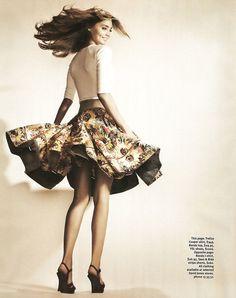 White tee + flower print flare skirt