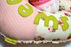 Almofada de pescoço cupcake.