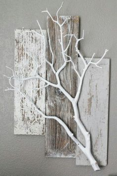 Three Piece Weathered Barn Wood with White Coral Branch Wall Hanging - Deko - . - Three Piece Weathered Barn Wood with White Coral Branch Wall Hanging – Deko – … - Diy Wood Projects, Projects To Try, Family Art Projects, Home Crafts, Diy Home Decor, Diy Decoration, Twig Crafts, Decor Ideas, Diy Ideas