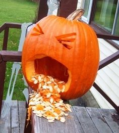 53 Genius Scary Pumpkin Decorating Ideas to Try This Halloween - Funny Pumpkin Carvings, Halloween Pumpkin Carving Stencils, Halloween Pumpkin Designs, Amazing Pumpkin Carving, Pumpkin Carving Patterns, Halloween Pumpkins, Pumkin Carving Easy, Halloween 2015, Halloween Pumkin Ideas