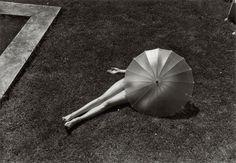 vintage everyday: 50 Amazing Black & White Photographs of The World in the 1920s-30s Through Martin Munkacsi's Lens