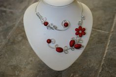 *** *** WEAR SOMETHING RED FOR HOLIDAYS *** WINTER FINDS * CHRISTMAS GIFT GUIDE  par BIJOUX LIBELLULE sur Etsy