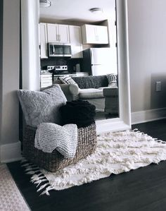 34 Nice Simple Apartment Decoration Ideas You are in the right place about Decoration Cuartos diy He Apartment Decoration, First Apartment Decorating, Simple Apartment Decor, Living Room Decor, Bedroom Decor, Living Area, Deco Design, My New Room, House Rooms