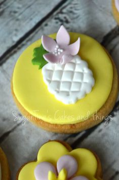 #tropical #tropicalcookie #pinapple #pinappleparty #pinappletheme #candybar #cookies #sugartinascakesandthings Tropical, Pudding, Sugar, Candy, Cookies, Desserts, Food, Crack Crackers, Tailgate Desserts