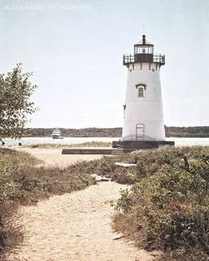 Edgartown Lighthouse - Edgartown Harbor Light is a lighthouse located in Edgartown, Massachusetts, United States, where it marks the entrance to Edgartown Harbor and Katama Bay. It is one of five lighthouses on the island of Martha's Vineyard. Costa, New England Travel, Seaside Beach, Nantucket, Lighthouse, Nautical, Around The Worlds, Martha's Vineyard, Photography
