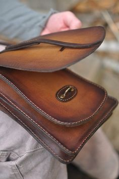 Leather Bag Design, Small Leather Bag, Leather Purses, Leather Handbags, Leather Wallet, Brown Backpacks, Vintage Backpacks, Bag Women, Leather Bags Handmade