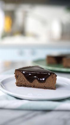 Chocolate Malt Cake, Triple Chocolate Cheesecake, Chocolate Whipped Cream, Chocolate Shavings, Chocolate Desserts, Oreo Shake, Mini Cheesecake Recipes, Cheesecake Bites, Food Cakes