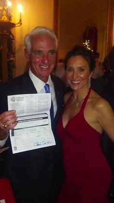 Charlie Crist signs papers to become Democrat -- at the White House
