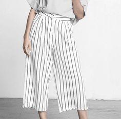Die 'Culottes' war das Trend-Stück diesen Herbst! Dieses lässige Modell mit Streifen wollten wir euch nicht vorenthalten. Hier entdecken und shoppen: http://sturbock.me/Jrq