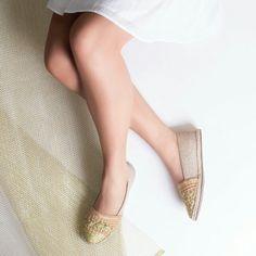 O primeiro domingo do ano merece uma #ValentinaFlats   #shoes #fashion #loveit #love #loveshoes #shoeslover #golden #alpargata #flat #bordado  #valentinaflats