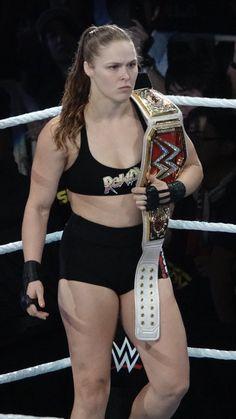 Ronda a model of power 23 Wrestling Divas, Women's Wrestling, Wwe Female Wrestlers, Female Athletes, Ronda Rousey Photoshoot, Ronda Rousey Mma, Body Fitness, Ronda Rousy, Divas Wwe
