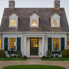 Nantucket Style Homes, Cape Style Homes, Cape Cod Style House, Coastal Style, Estilo Cape Cod, Porches, Cape Cod Exterior, Cape Cod Cottage, House Front Porch