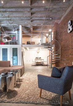 Loft estilo galpão com escada caracol.  http://www.decorfacil.com/modelos-de-lofts-decorados/