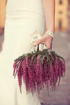 RAMOS DE NOVIA OTOÑALES- ¿Te atreves con un ramo de novia tan diferente ? Me gusta la idea ¿que opinaria tu madre de un ramo de novia como este ?
