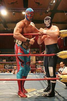 Dos caras y Blue Demón. Luchadores mexicanos Mexico Style, Mexico Art, Blue Demon, Luchador Mask, Mexican Mask, Mexican Wrestler, Mma, Joe Cool, Wrestling Superstars