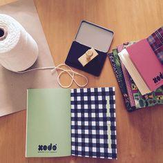 Carimbando e embalando!  Hoje é dia de correio! #xodópapelaria #sketchbook #feitoamao #feitocomamor #vscocam #slowdesign #vscocambrasil